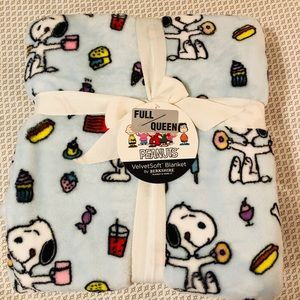 Other - Peanuts Snoopy blanket Full/Queen